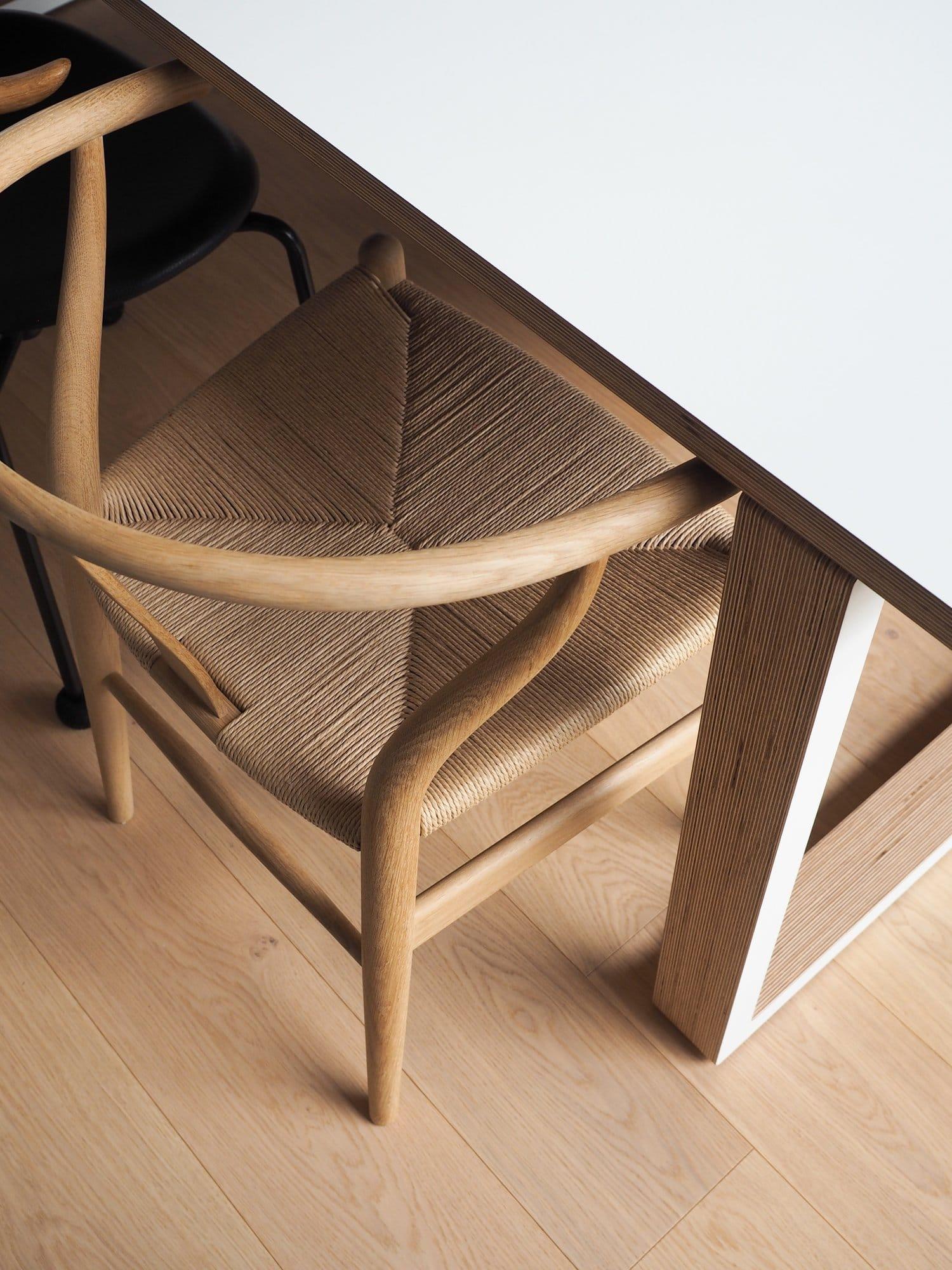 sliik-wishbone-tuoli